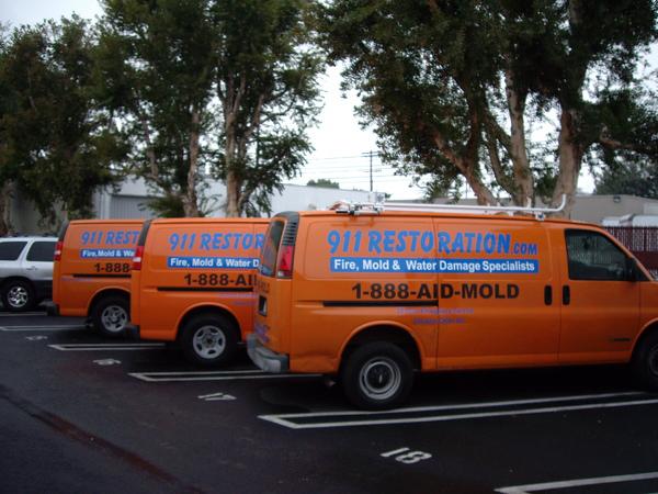 911 Restoration water damage vans